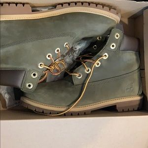 Size 7 juniors timberland boots Forrest green